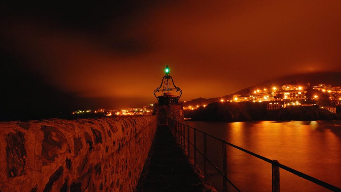 Le port de Collioure (Pyrénées Orientales) de nuit. Photo Matthieu Dupont