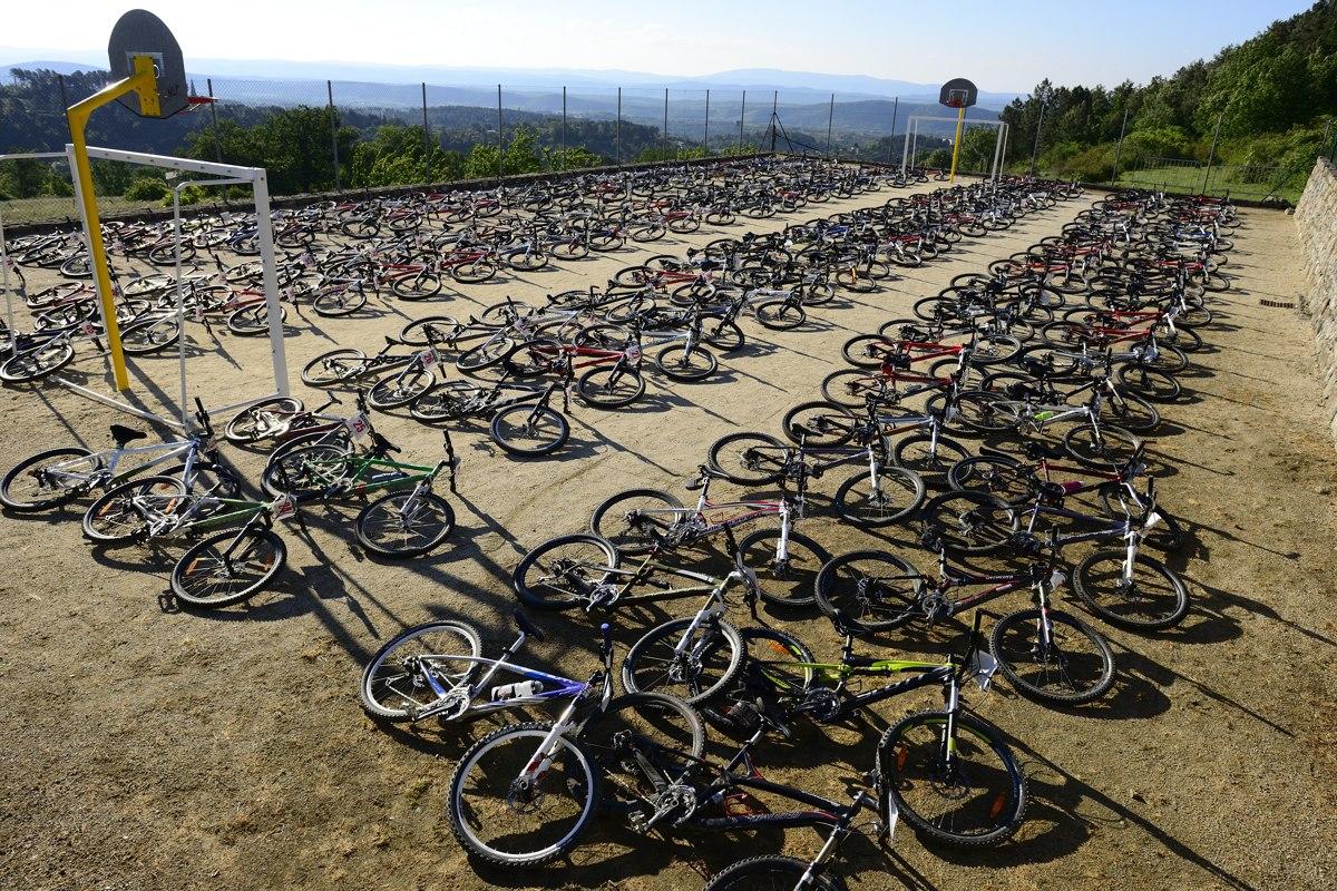 Raid O Féminin 2013 - Le parc à vélos à Tauriers