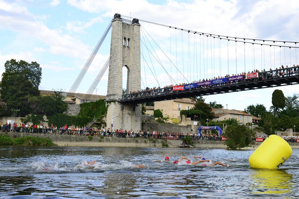 Départ natation du Triathlon des Gorges de l'Ardèche, le 24 aout 2013