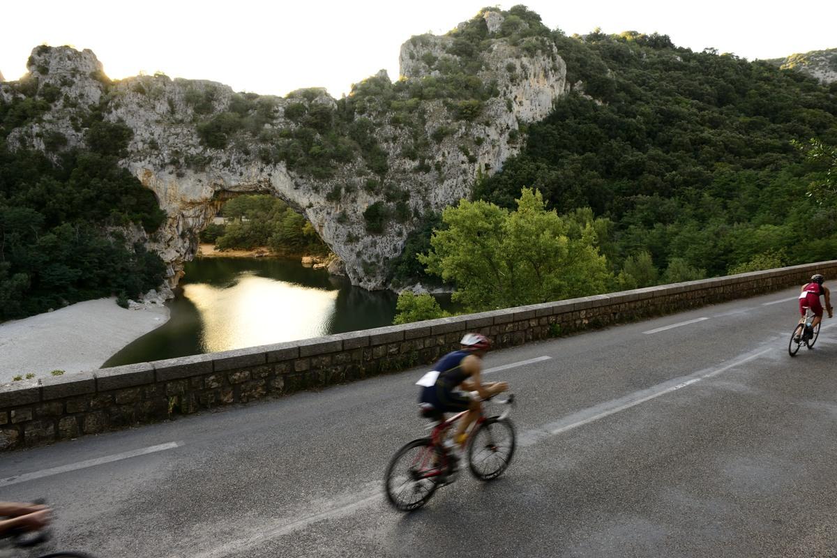 Passage devant le Pont d'Arc - Triathlon des Gorges de l'Ardèche 2013