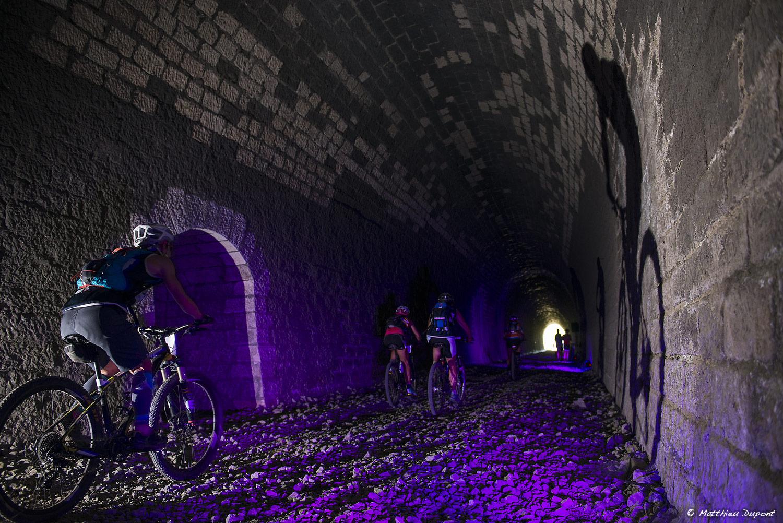 Raid O Féminin 2017 - Passage dans le tunnel de l'ancienne voie ferrée à Largentière (Ardèche)